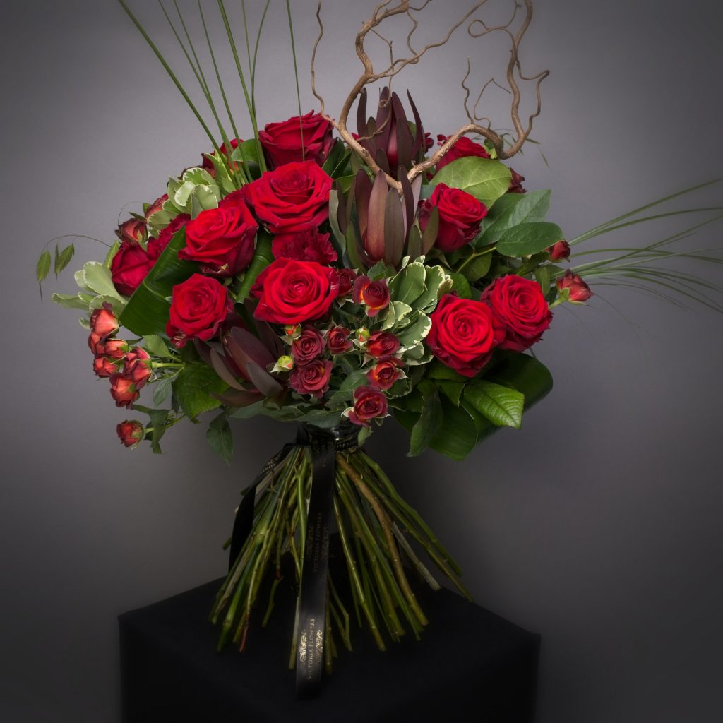 Red Naomi Roses