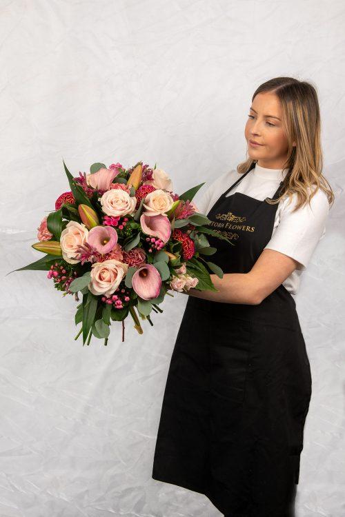 Evita, Luxury flowers